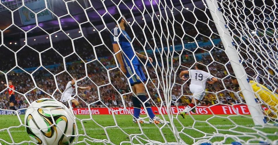 Mario Götze corre para comemorar o gol do título da Alemanha contra a Argentina