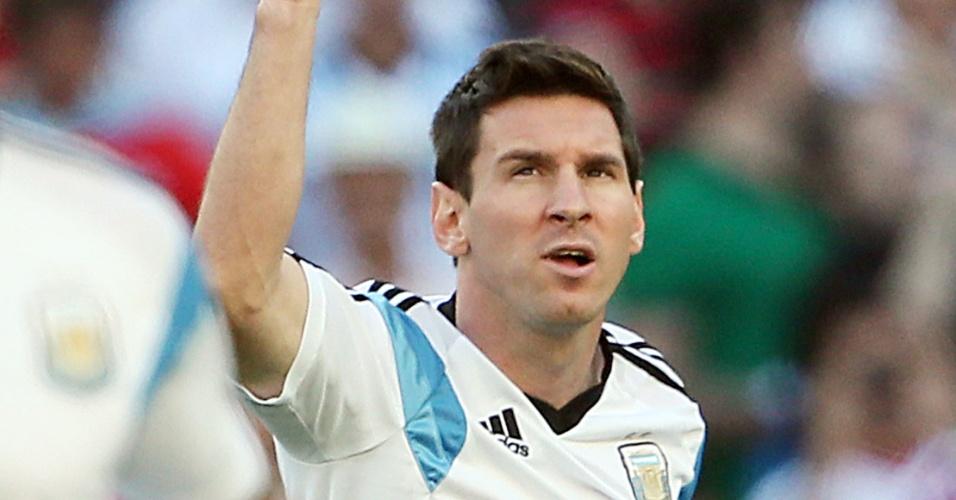 Messi faz seu aquecimento no gramado do Maracanã antes da final contra a Alemanha