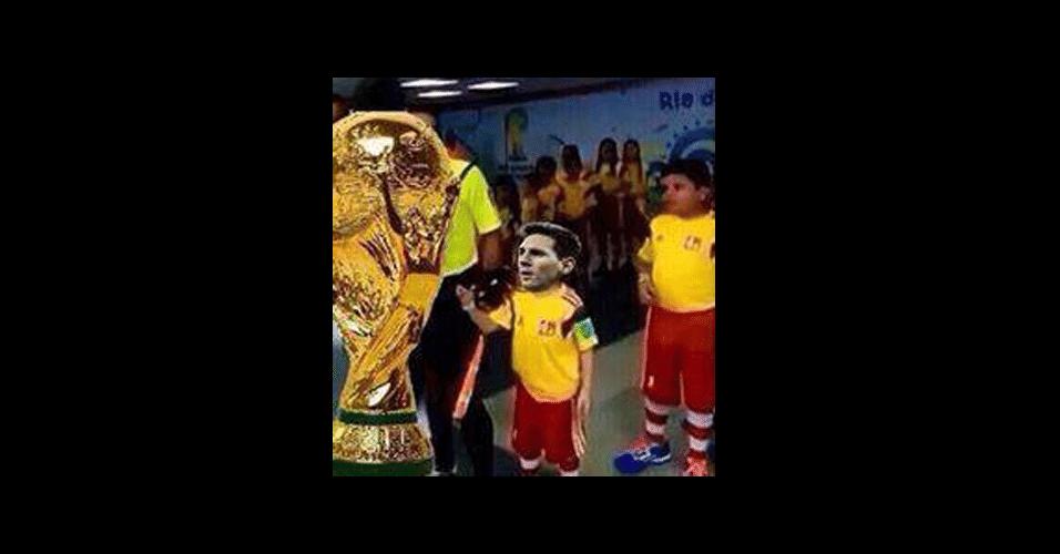 Messi ganhou uma versão 'garotinho ignorado'