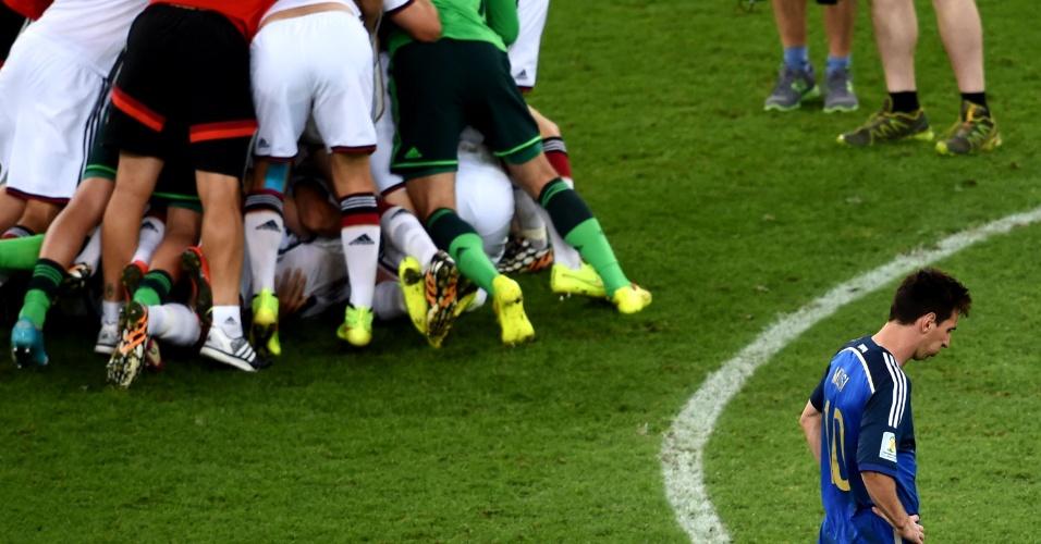 Messi lamenta enquanto alemães comemoram o título na Copa do Mundo