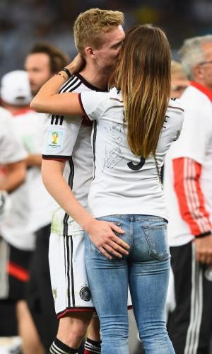 Montana Yorke e Andre Schürrle comemoram título da Alemanha no campo do Maracanã