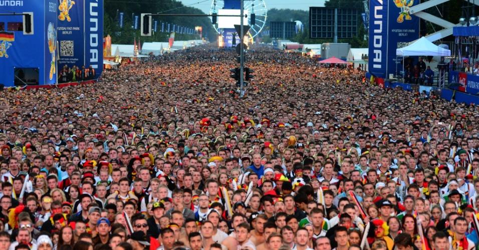 Multidão acompanha final da Copa do Mundo em Berlim