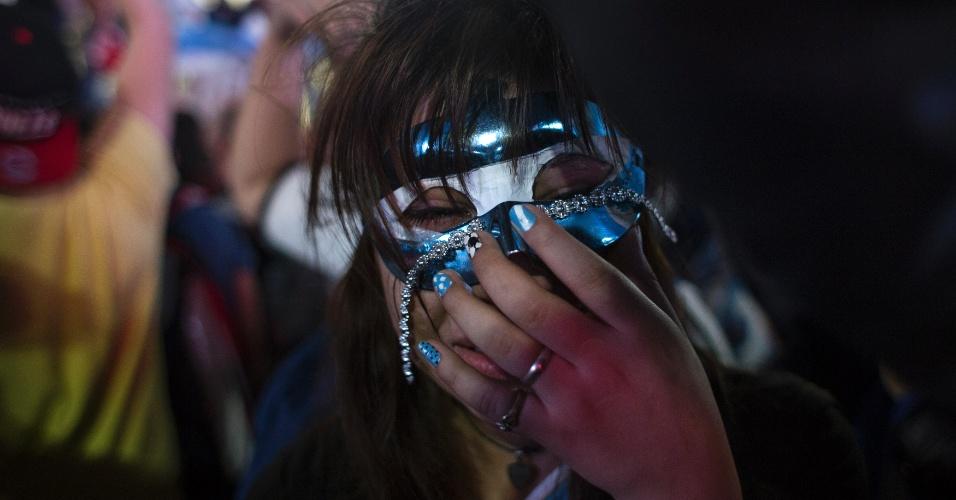 Nem a máscara disfraçou o choro da torcedora argentina em Buenos Aires