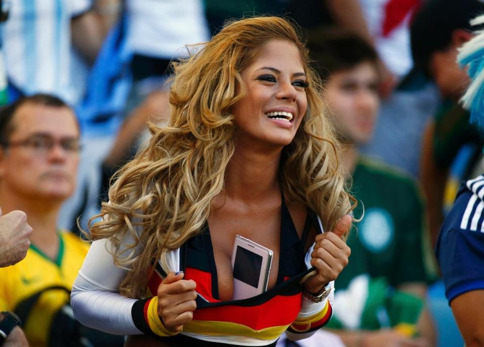 Nova Larissa Riquelme? Tem torcedora da Alemanha querendo roubar o lugar da musa paraguaia no Maracanã