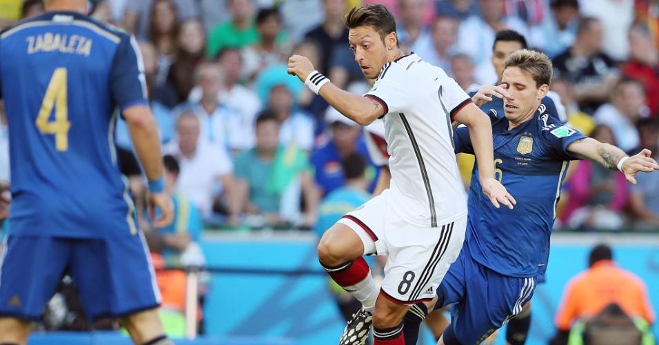 Ozil, da Alemanha, encara marcação de Biglia na final entre Alemanha e Argentina