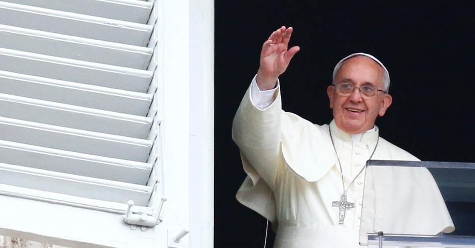 Papa acenou para os fiéis, mas não falou sobre o Mundial
