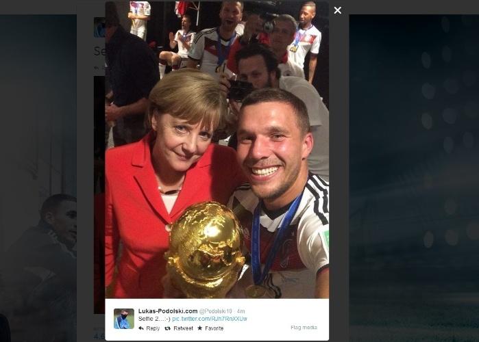 Podolski, Angela Merkel e a taça da Copa do Mundo: 'selfie' no vestiário da Alemanha após o tetracampeonato