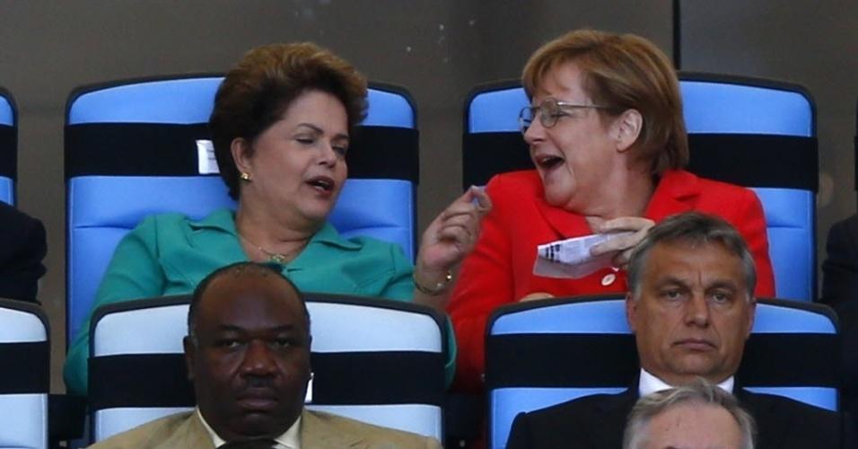 Presidente Dilma bate papo com a chanceler alemã Angela Merkel durante a final entre Alemanha e Argentina no Maracanã