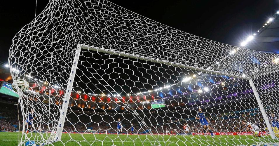 Rede do Maracanã balança com o gol de Mario Götze, que definiu o título da Alemanha na Copa de 2014