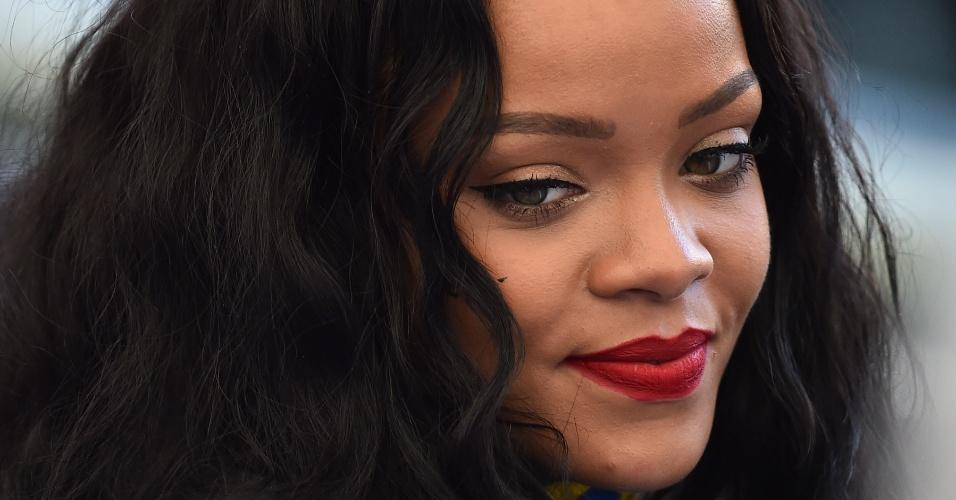 Rihanna acompanha final do Mundial de futebol dentro do Maracanã