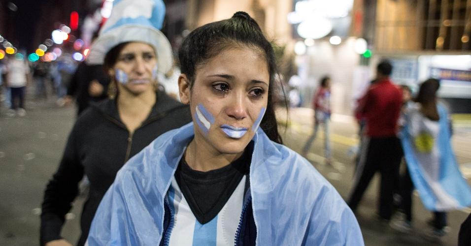 Torcedora chora nas ruas de Buenos Aires após vice-campeonato mundial