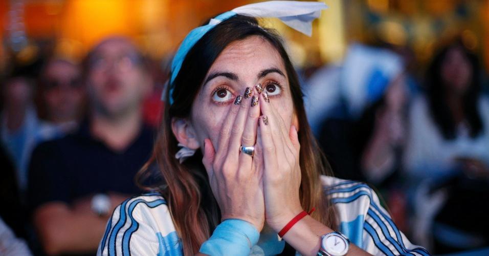 Torcedora na Embaixada da Argentina em Brasília lamenta vice-campeonato