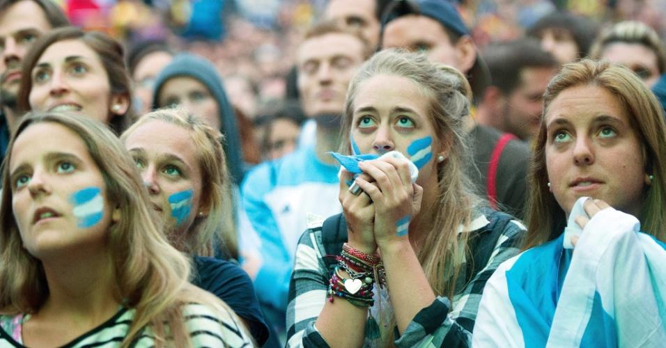 Torcedoras argentinas em Berlim sofrem com final da Copa do Mundo contra a Alemanha