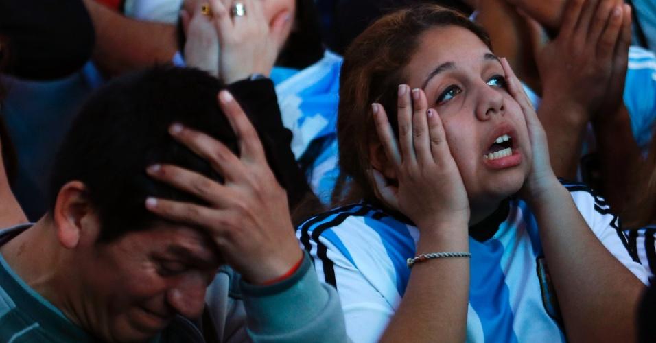Torcedores da Argentina não acreditam no que veem