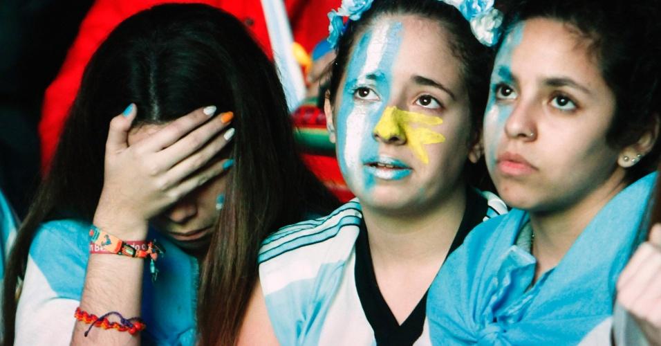 Torcida feminina também ficou inconsolável após derrota para a Alemanha
