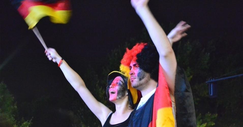 13.jul.2014 - Torcedores comemoram tetra campeonato em Berlim