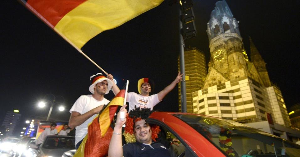 14.jul.2014 - Alemães fizeram muita festa em Berlim após a conquista da Copa do Mundo