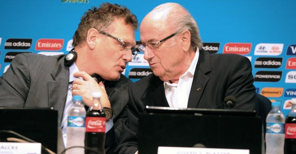 14.jul.2014 - Jérome Valcke e Joseph Blatter concederam entrevista coletiva no Maracanã e fizeram balanço da Copa-2014