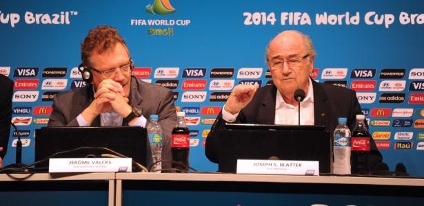 Valcke e Blatter tiveram bônus milionários nos salários; Justiças suíça e dos EUA investigam Fifa
