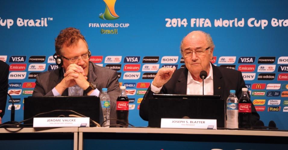14.jul.2014 - Jérome Valcke e Joseph Blatter fazem balanço da Copa-2014 em entrevista coletiva