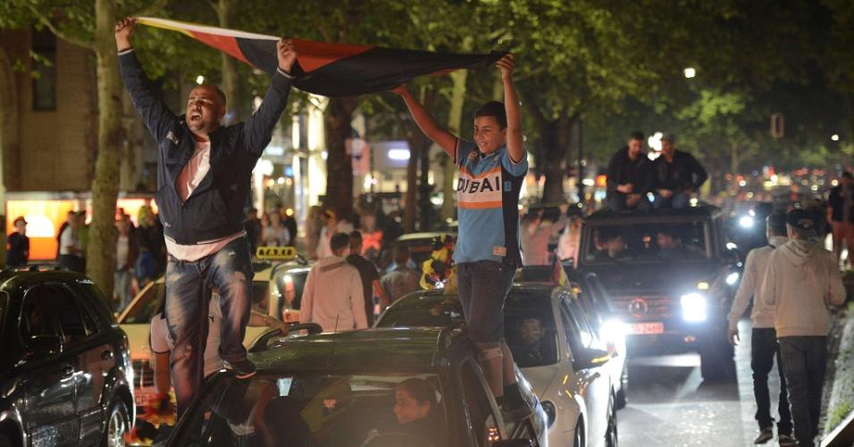 14.jul.2014 - Torcedores lotaram as ruas de Berlim para comemorar o tetra da Alemanha na Copa do Mundo