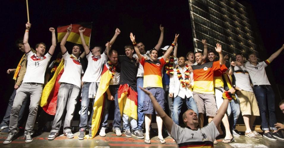 14.jul.2014 -Alemães fizeram muita festa em Berlim após a conquista da Copa do Mundo