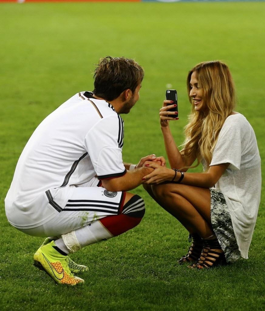 Ann-Kathrin Brommel registra foto de Götze após conquista da Copa do Mundo