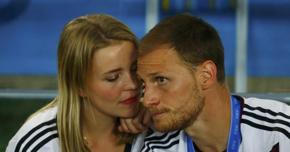 Benedikt Hoewedes e sua namorada Lise Wesseler comemoram título