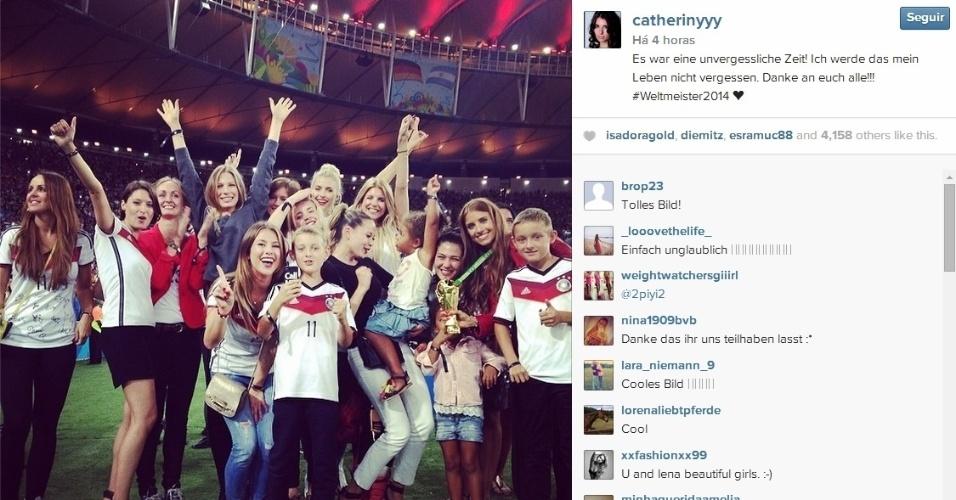 """""""Foi um momento inesquecível"""", diz namorada de zagueiro Alemão com foto de festa de familiares no Maracanã"""