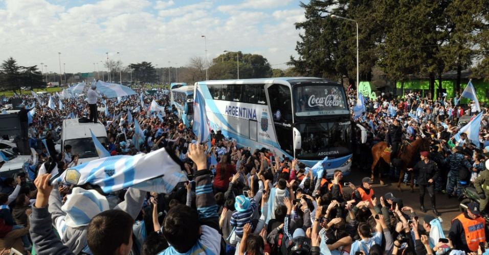 Multidão toma rua na Argentina para recepcionar os vice-campeões mundiais