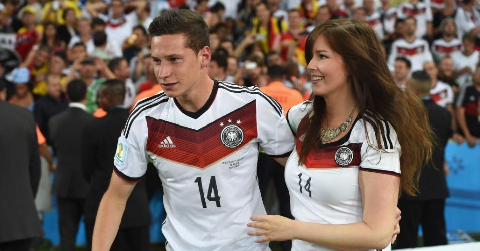 Reserva da seleção alemã, Julian Draxler curte título com sua namorada Lena
