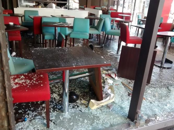 Restaurante na Av. 9 de Julho, em Buenos Aires,  foi depredado depois da derrota da Argentina para a Alemanha