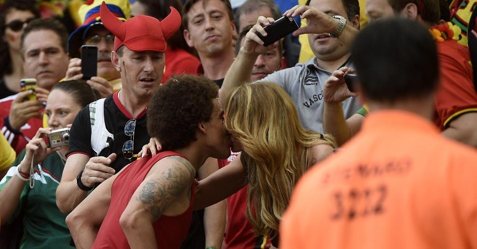 Witsel beija sua namorada na Copa