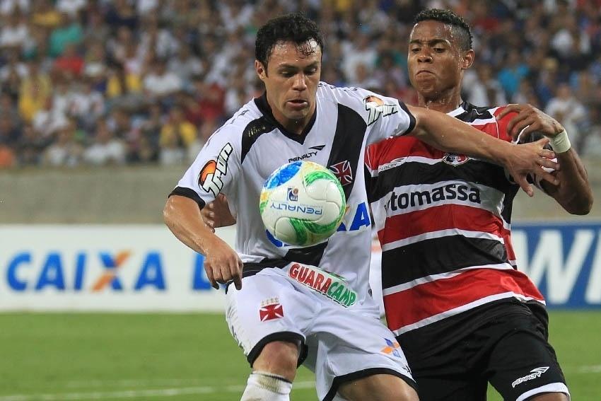 15.jul.2014 - Kléber estreia pelo Vasco contra o Santa Cruz na Série B