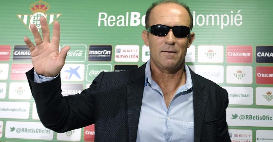 Gabriel Calderón, técnico argentina que vai dirigir o espanhol Betis nesta temporada