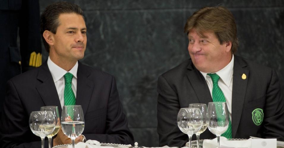 Presidente mexicano Enrique Peña Nieto recebe seleção mexicana após disputa da Copa do Mundo