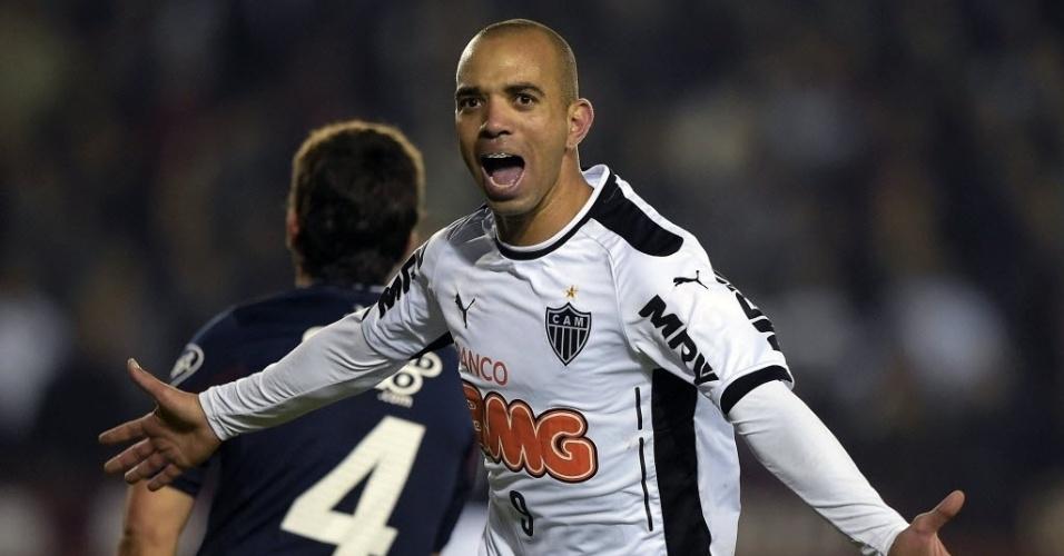 Diego Tardelli comemora o gol do Atlético-MG que abriu o placar contra o Lanús pela Recopa