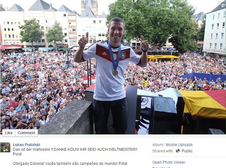 Lukas Podolski posta em seu Facebook foto de comemoração com os torcedores na cidade de Colônia, no oeste da Alemanha, com mais uma mensagem em português. Atacante é nascido na Polônia mas naturalizou-se alemão e foi revelado pelo clube da cidade. Podolski fez mais sucesso nas redes sociais durante a Copa, já que esteve em campo em apenas dois jogos na primeira fase