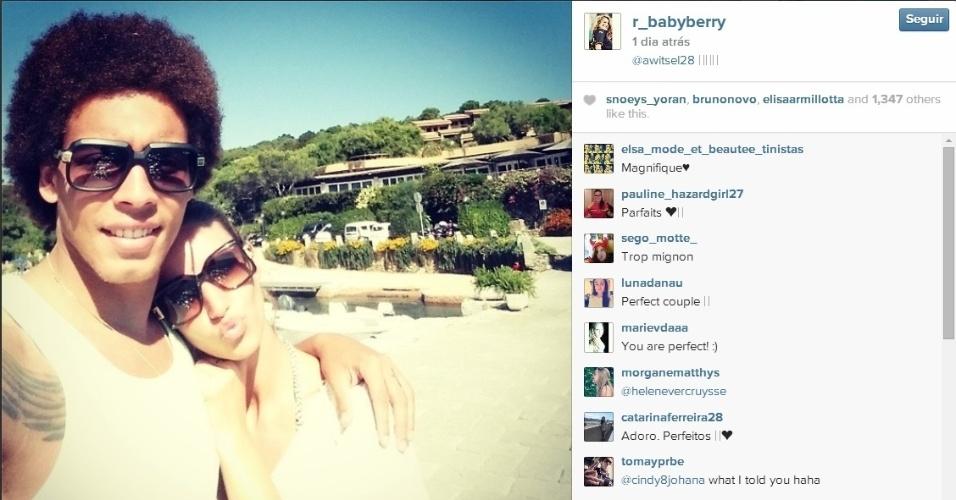 Witsel e Rafaella aproveitam férias na Sardenha