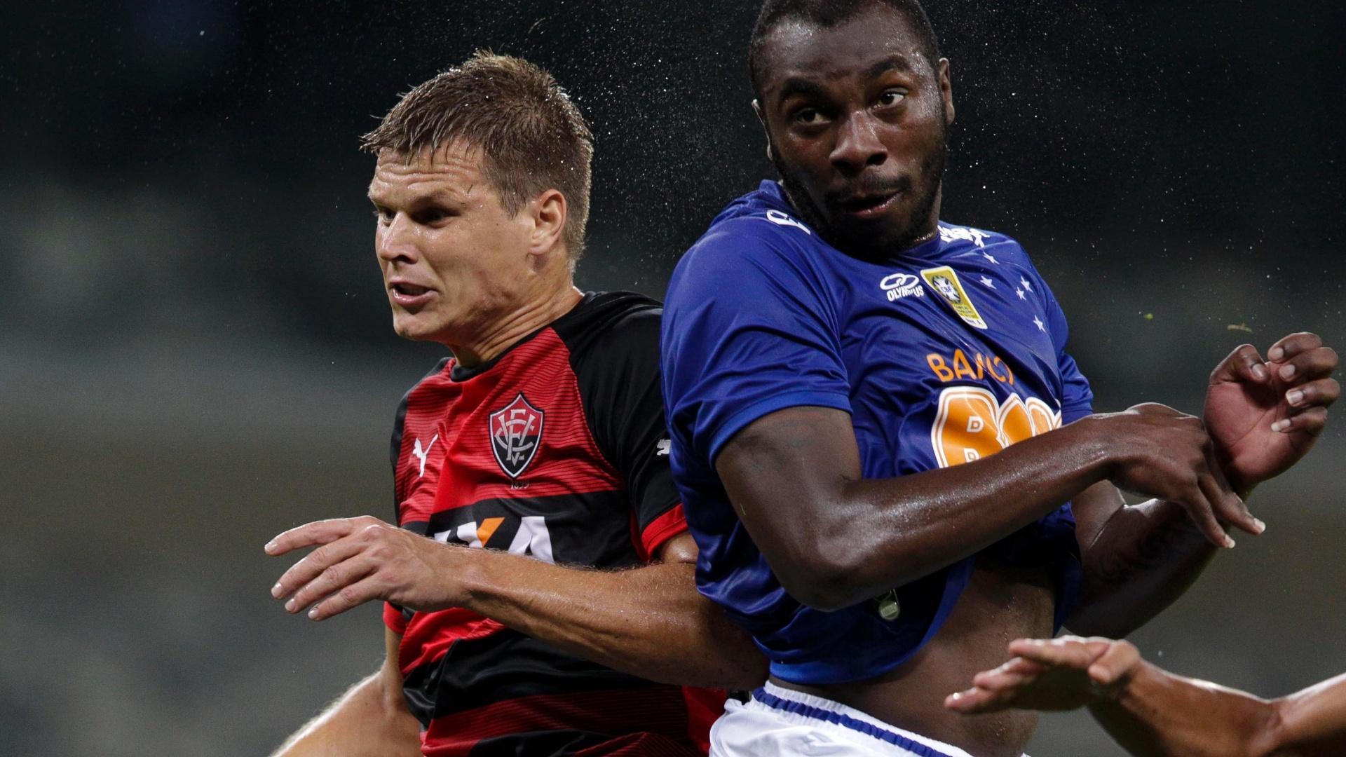 Alemão, contra, abriu o caminho para a vitória do Cruzeiro sobre o Vitória