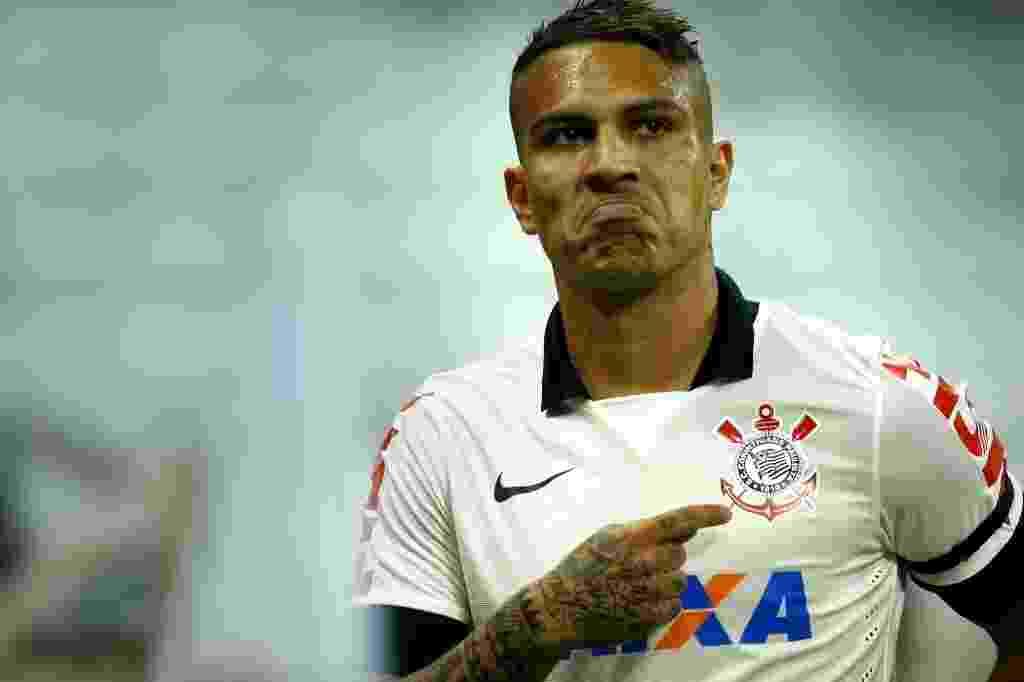 Guerrero comemora após abrir o placar para o Corinthians contra o Internacional (17.jul.2014) - Fabio Braga/Folhapress