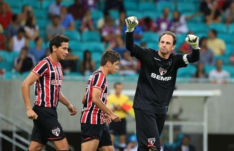 Rogério Ceni comemora gol do São Paulo contra o Bahia pelo Brasileirão