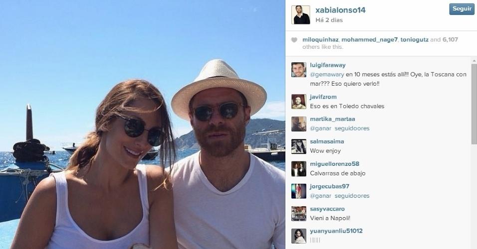 Xabi Alonso também foi para o litoral acompanhado de sua mulher