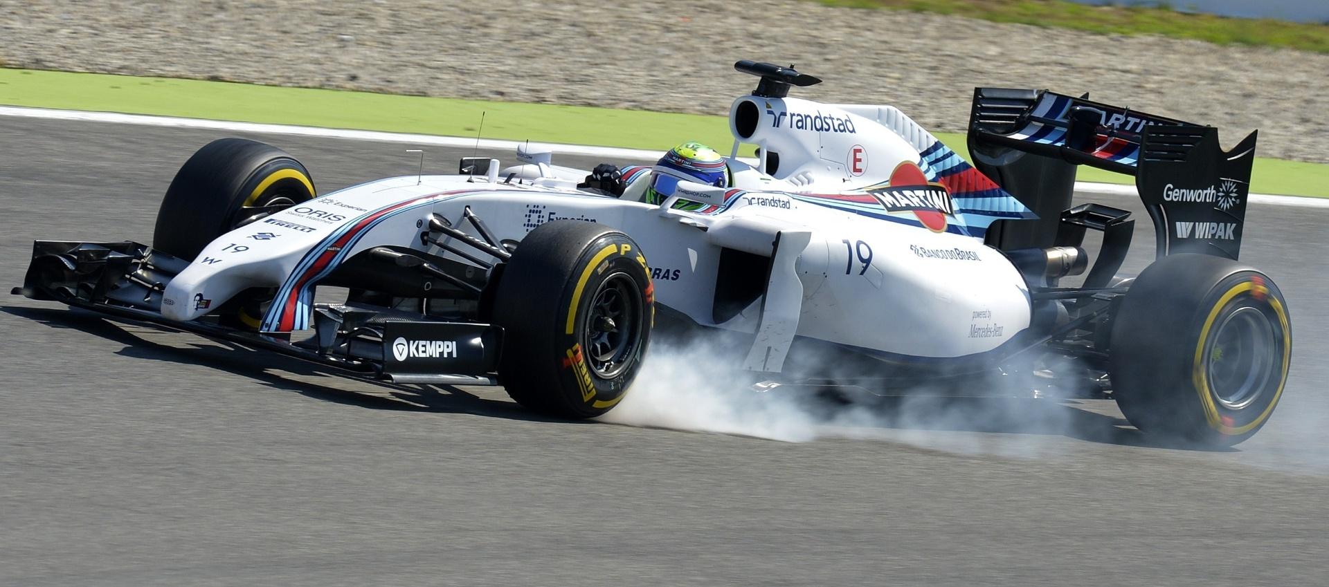 19.jul.2014 - Felipe Massa trava o pneu de sua Williams durante o terceiro treino livre para o GP da Alemanha. O brasileiro terminou em quarto