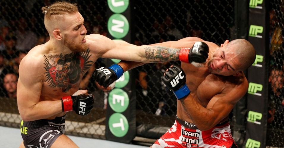 Conor McGregor acerta direto no rosto do brasileiro Diego Brandão no UFC Fight Night
