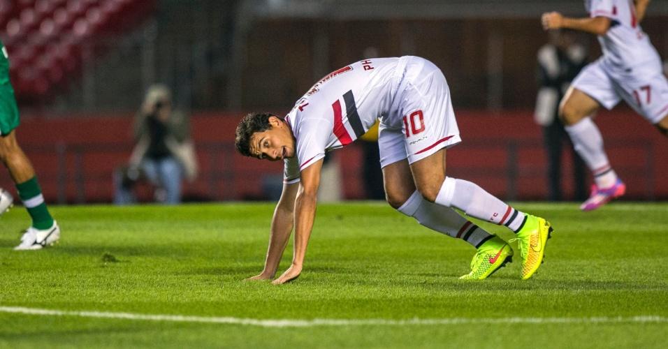 Paulo Henrique Ganso tenta se levantar durante jogo entre São Paulo e Chapecoense no Morumbi