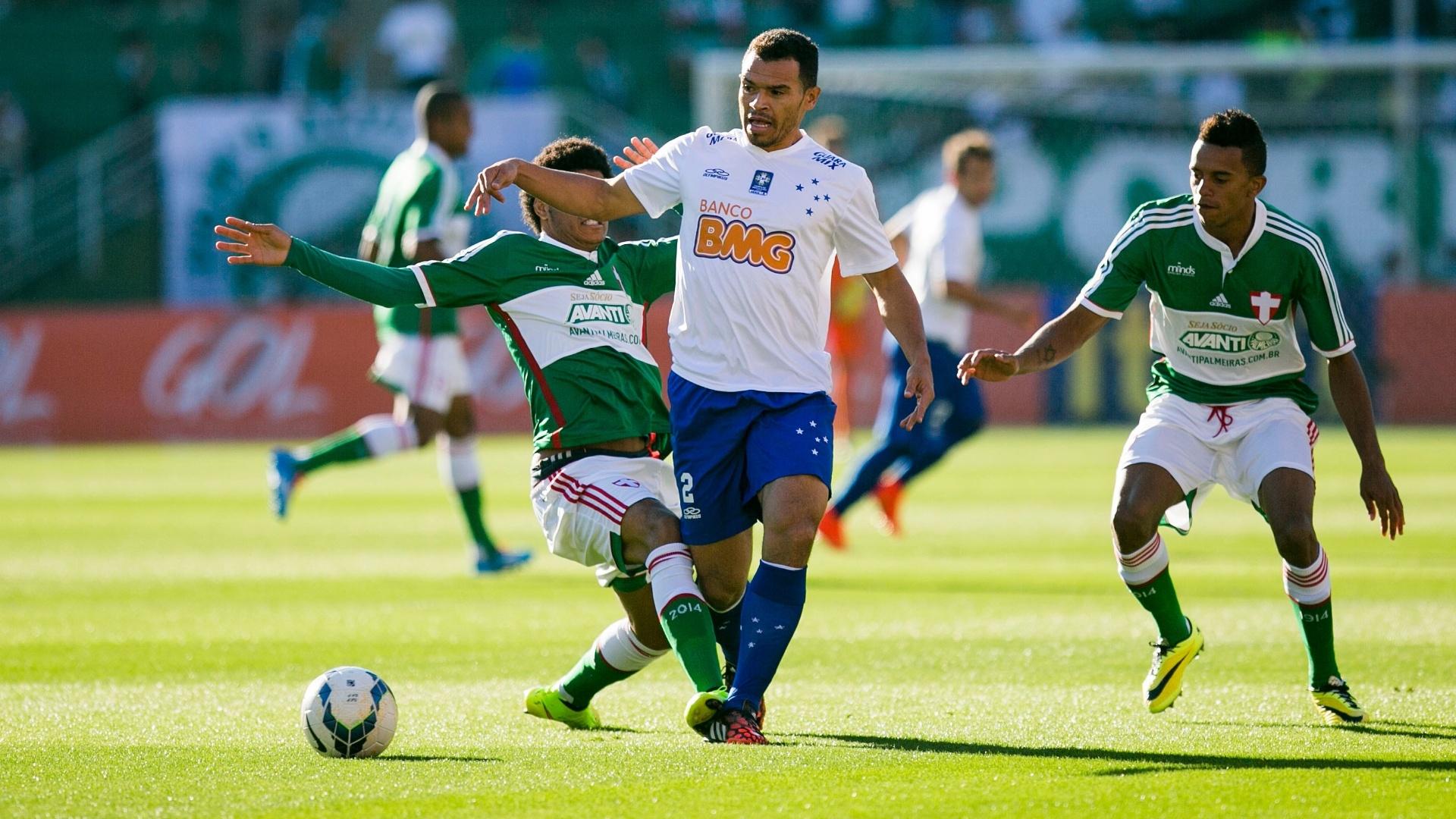 Ceará tenta jogada pelo Cruzeiro com Leandro na marcação