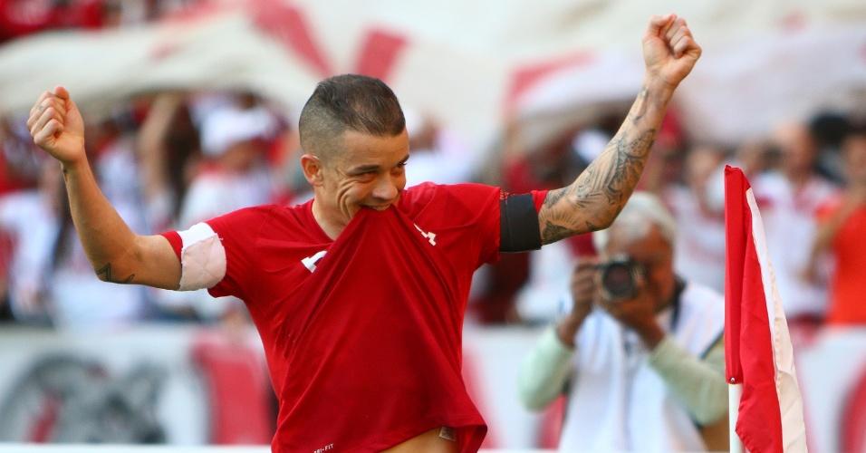 D'Alessandro comemora gol do Internacional sobre o Flamengo; argentino marcou o segundo do jogo com pênalti