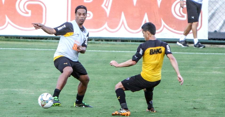 21 Jul. 2014 - Ronaldinho Gaúcho durante treino do Atlético-MG na Cidade do Galo