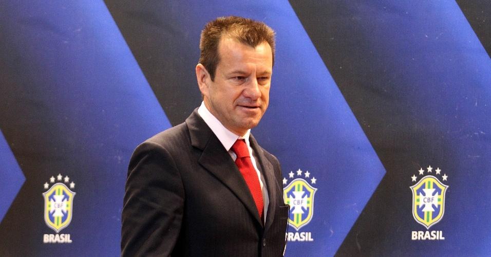Dunga é apresentado como novo técnico da seleção brasileira